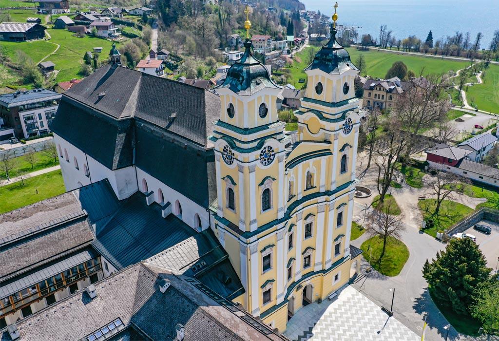 Wieviel Dach hat die Basilika Mondsee?